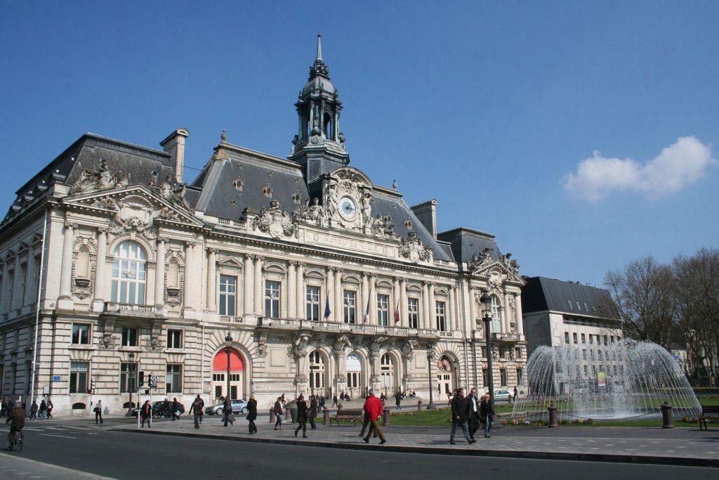 Tours-Hotel-de-Ville