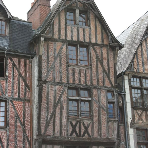 Tours-Maisons-colombages-Place-Plumereau