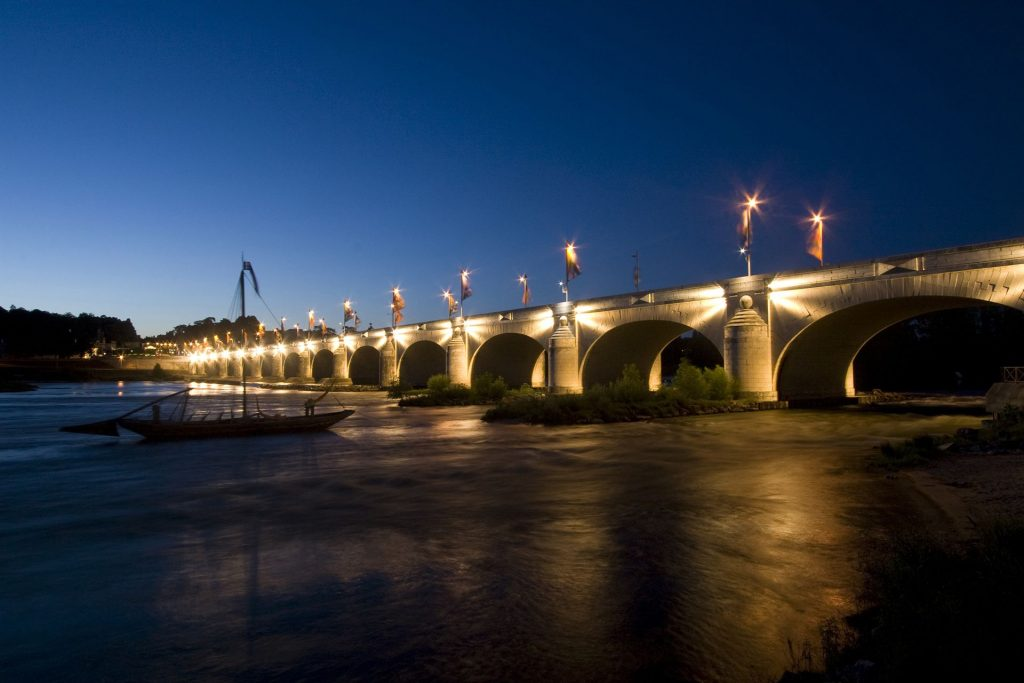 Tours-Pont-Wilson-nuit