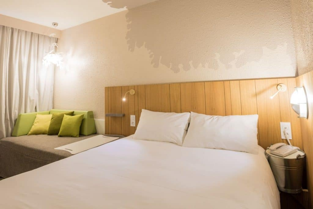 chambres-lit-double--hotel-ibis-styles-tours-sud