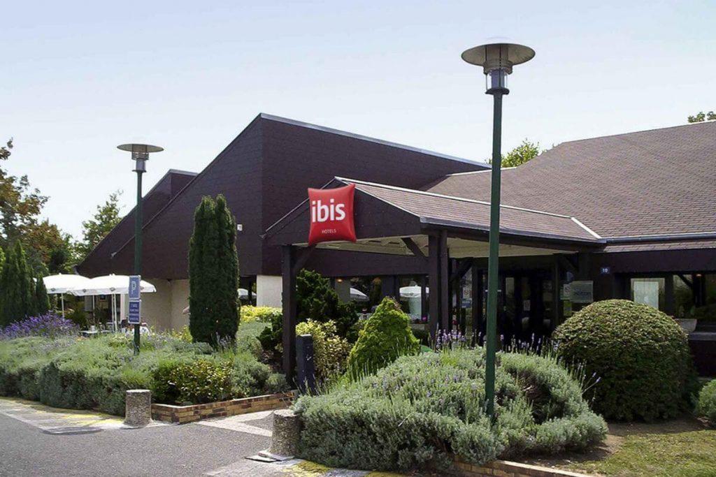 hotel-ibis-tours-sud-entree