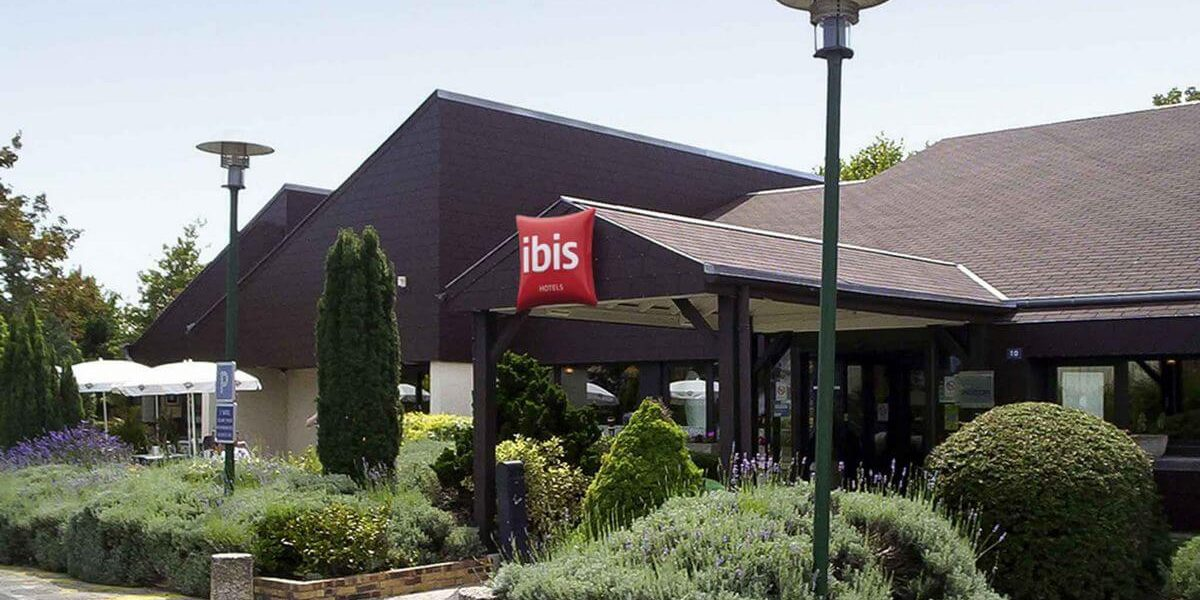 hotel-ibis-tours-sud-entree