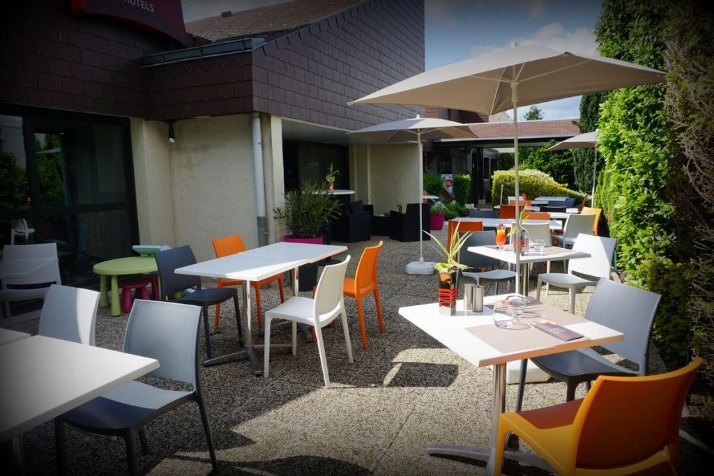 terrasse-exterieure-hotel-ibis-tours-sud (1)