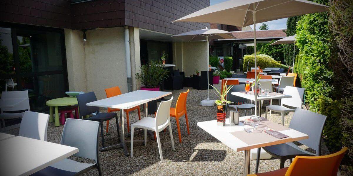 terrasse-exterieure-hotel-ibis-tours-sud (1)
