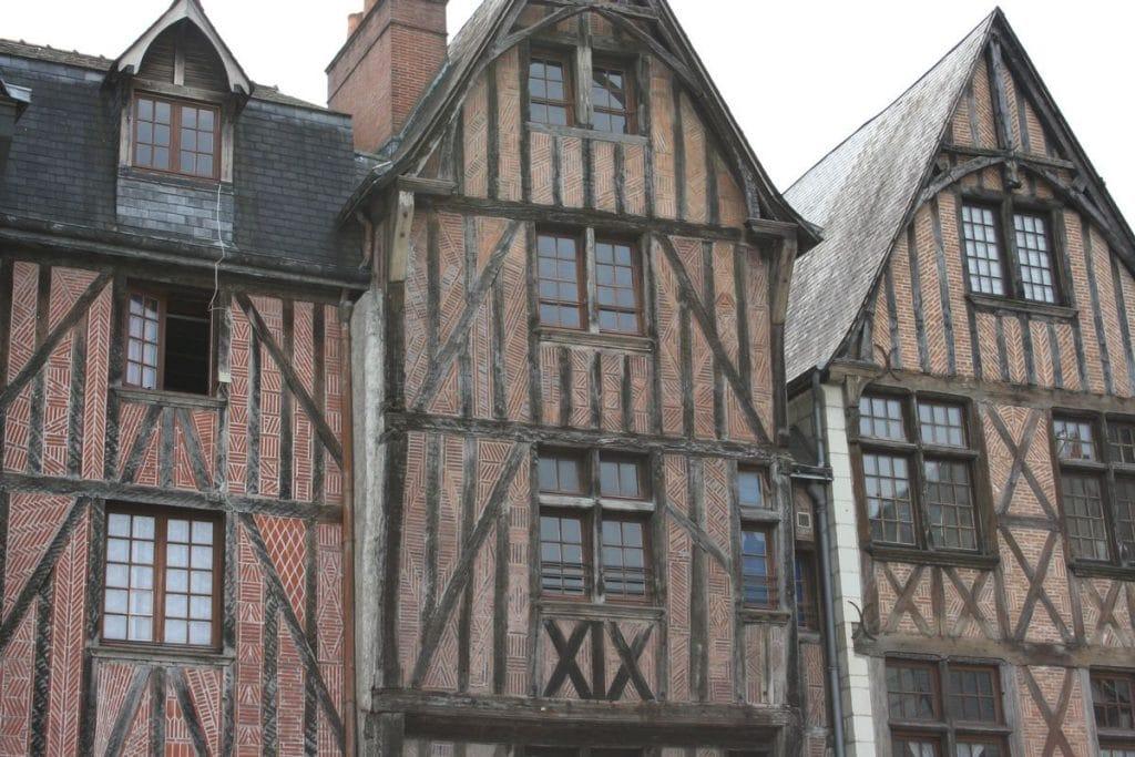 visiter-tours-maison-a-colombages-place-plumereau