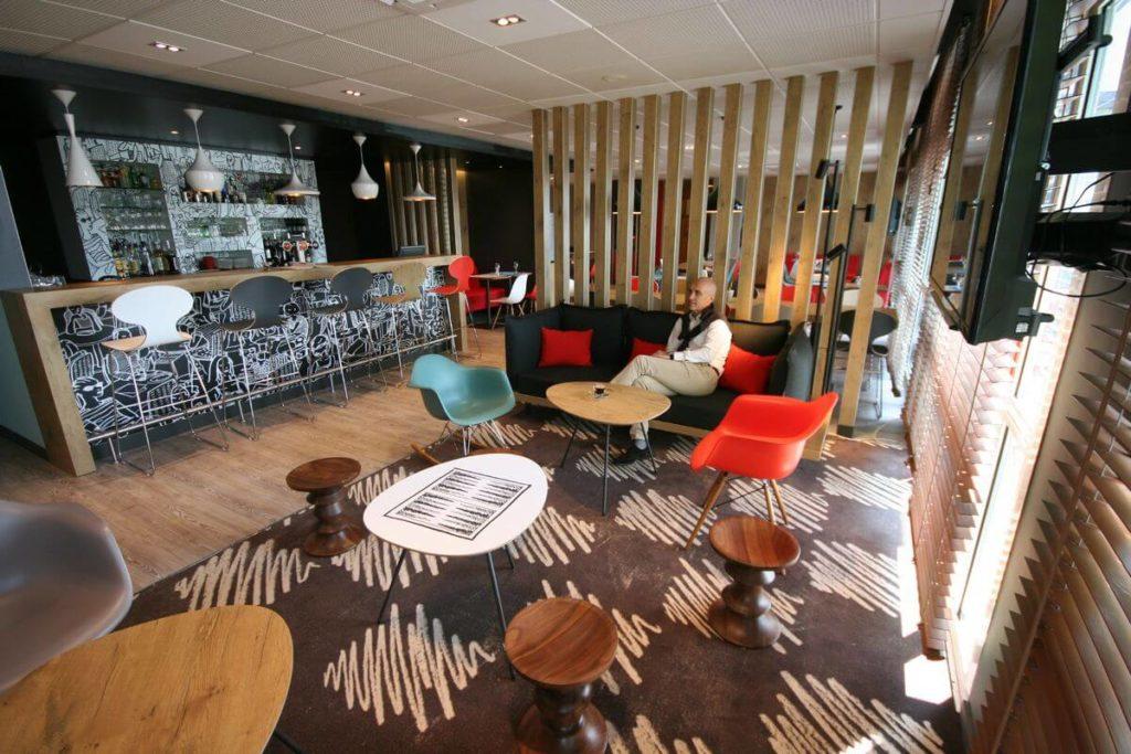 hotel-ibis-saint-malo-la-madeleine-bar-lounge